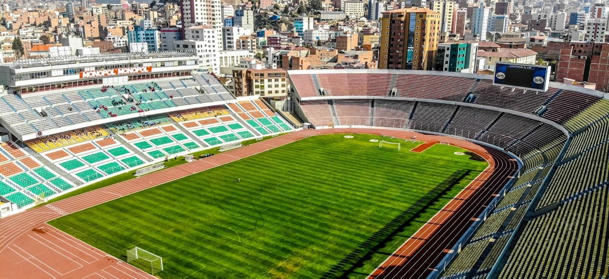 REKORTAN M SYNTHETIC SURFACE FOR THE ESTADIO HERNANDO SILES: - Polytan